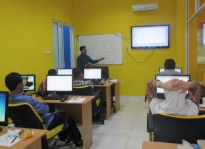 Suasana Belajar Internet Marketing di Dumet School